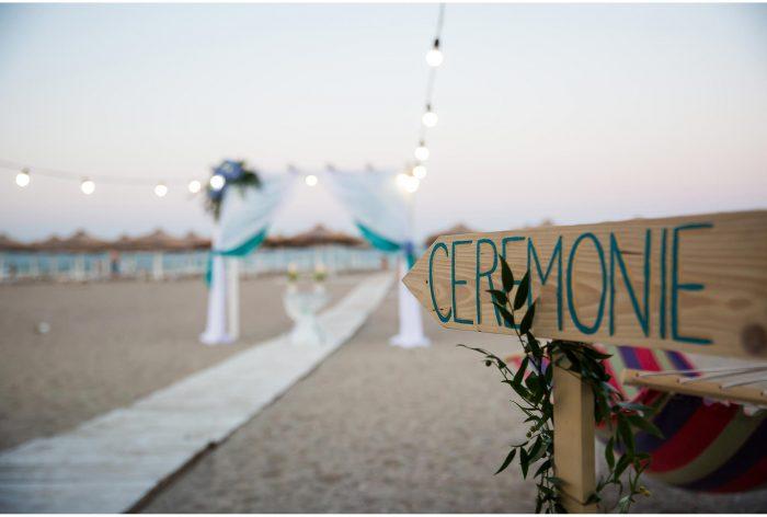 decor ceremonie religioasa pe plaja